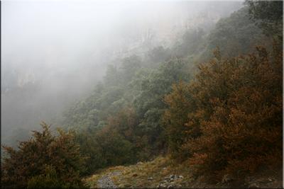 Atrás quedan las torrenteras. La niebla no deja ver mucho