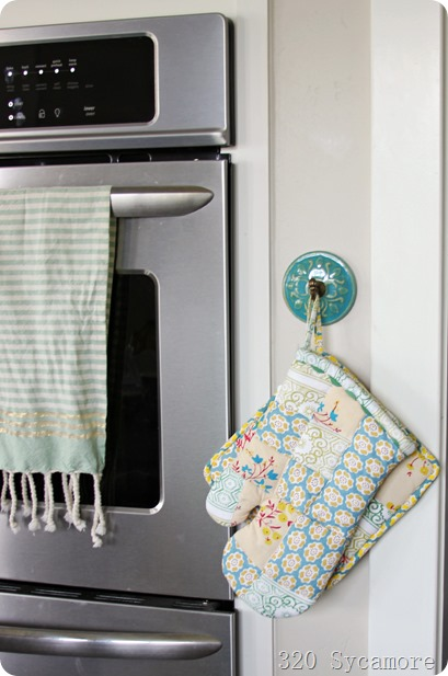 oven mitts on hook