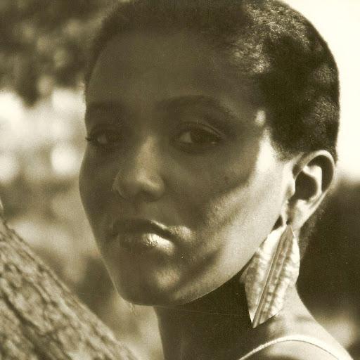 Elaine Simmons Photo 22