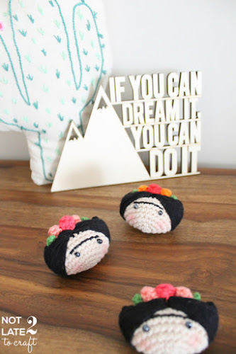 Not 2 late to craft: Fermall Frida Kahlo de ganxet amb patró / Frida Kahlo crochet brooch with pattern