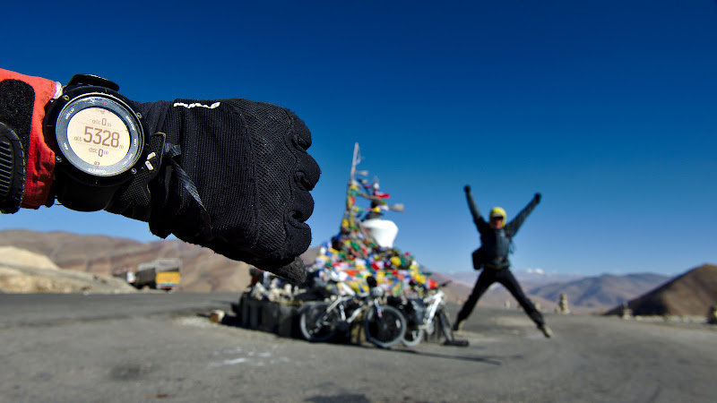 Ultima piatra de incercare, Tang-La, la 5330 de metri. De aici urmeaza o coborare de 2000 de metri pana in valea Indusului.