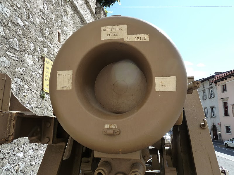 Close up of the Skoda 305/10 mortar gun - Rovereto, Italy