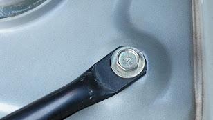 修理後代わりのボルトで固定