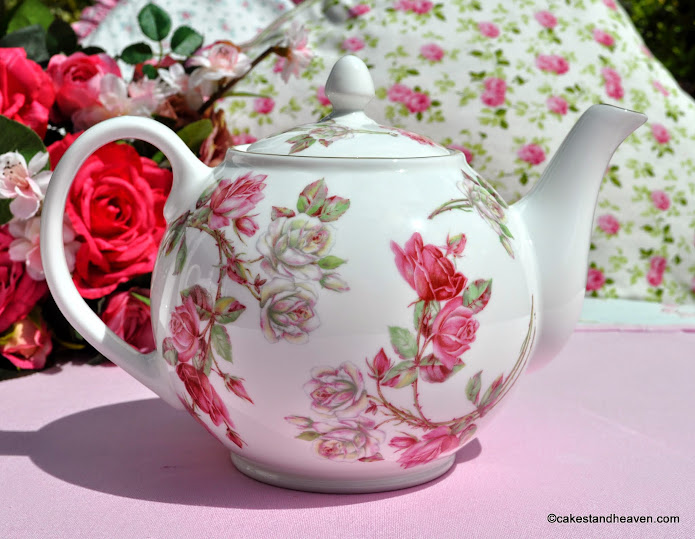 English Fine Bone China Rose Pattern 2 Pint Teapot