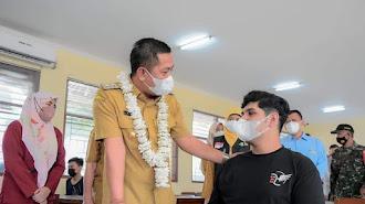 Wabup Karawang Tinjau Vaksinasi Massal di SMAN 2, Berikut Pesannya