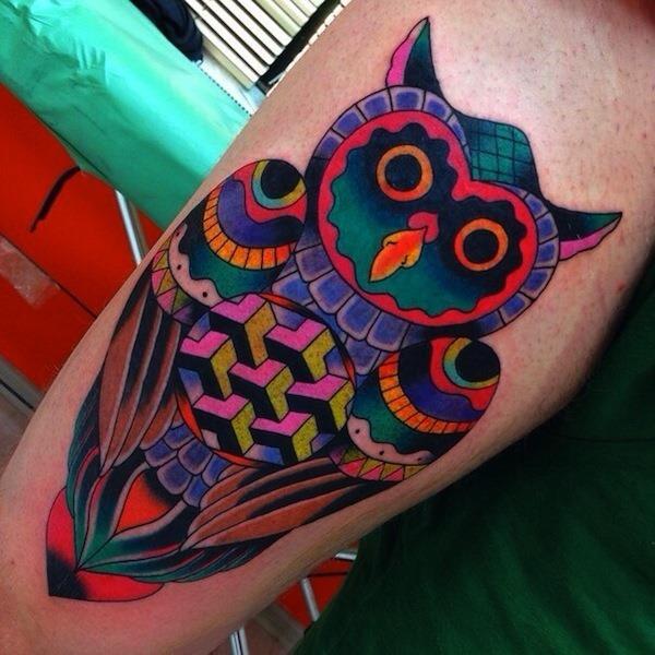 colorido_geomtrico_desenho_de_tatuagem_de_coruja