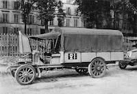 1. Les camions développés par Renault avant la guerre.  Avant le conflit, pour sélectionner les camions devant équiper l'armée, des concours d'endurance de camions industriels sont organisés par le Ministère de la Guerre en août 1910,  juillet 1911, 1912, 1913 et 1914. Camion bâché de type CJ de 16 CV 3 tonnes de 2011
