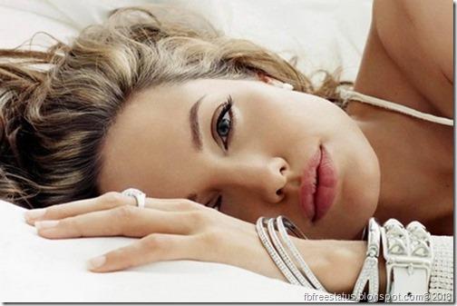 Cute-Angelina-Jolie