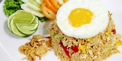 Nasi merupakan masakan pokok masyarakat Indonesia hampir setiap hari niscaya Anda makan meng Resep Ramadhan Nasi Goreng Telur Spesial