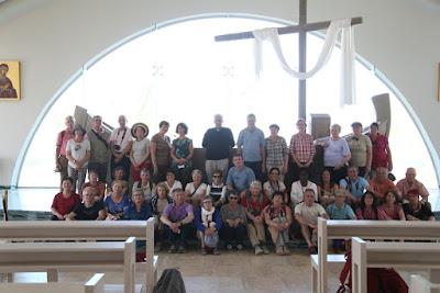 8-09/ Le groupe dans l'église de Magdala.