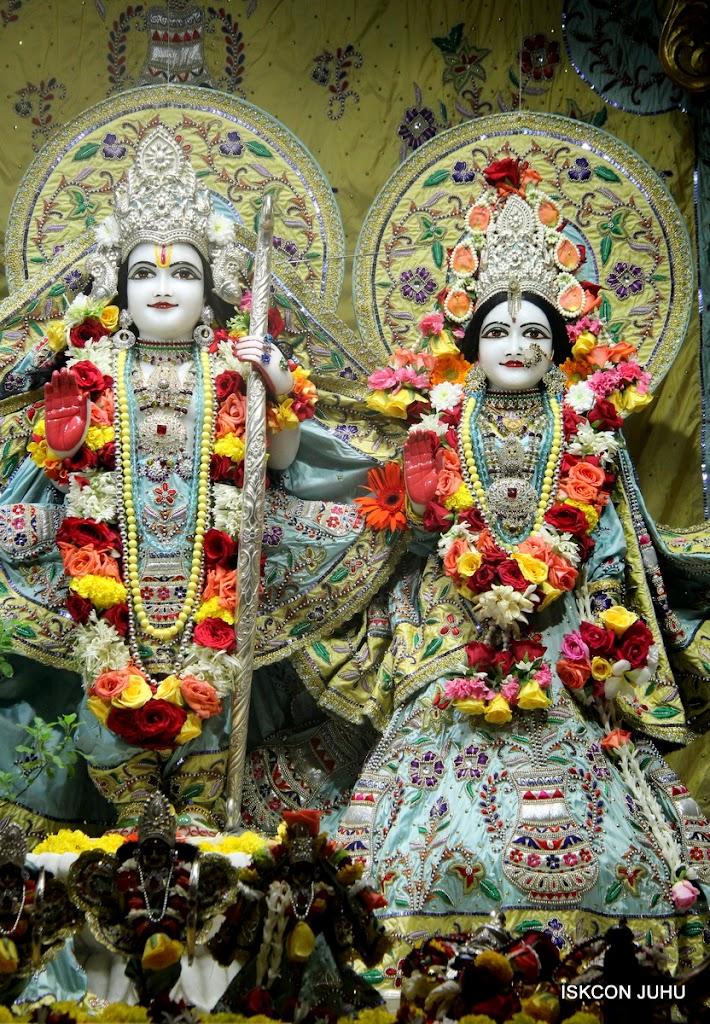 ISKCON Juhu Sringar Deity Darshan on 3rd Aug 2016 (26)