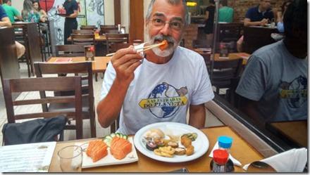 umi-comida-oriental-jantando