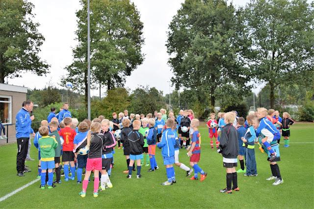 Clinic en penaltybokaal 07-10-2016 - Voetbalclinic%2B4.JPG