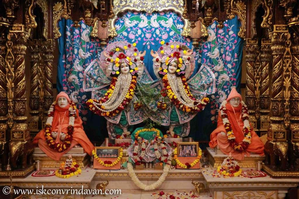 ISKCON Vrindavan Sringar Deity Darshan 17 Dec 2015 (2)