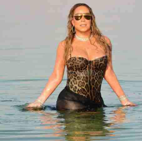 Mariah Carey goes swimming in style