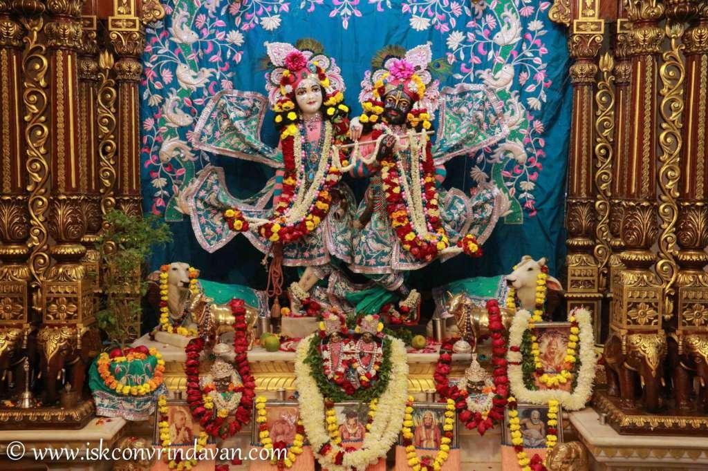 ISKCON Vrindavan Sringar Deity Darshan 17 Dec 2015 (7)