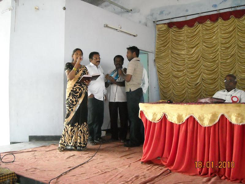 "Vasantha & Chorus singing ""Veerulaku Johar Amarulaku Johar"""