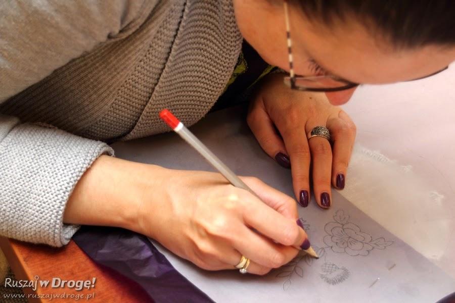Warsztaty Haftu Kociewskiego - wzór trzeba najpierw narysować