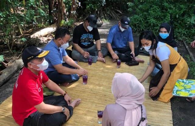 Lesehan Bersama Warga, Gubernur Sugianto Gelar Diskusi