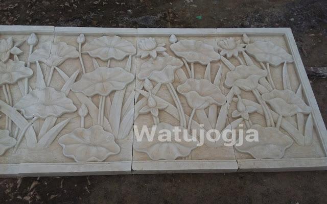 Relief batu alam motif tumbuhan