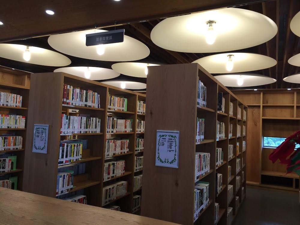 圖書閱覽區,文青的感覺。.JPG