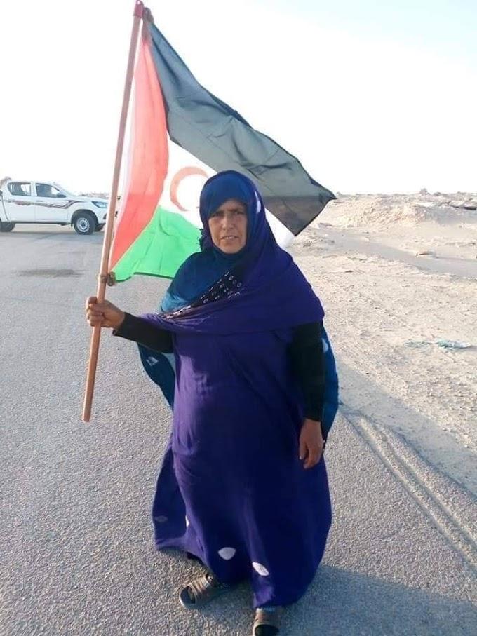 Ciudadanos saharauis cierran la brecha ilegal en Guerguerat en protesta por la violación del acuerdo militar nº 1 firmado entre el Polisario y Marruecos en 1991.