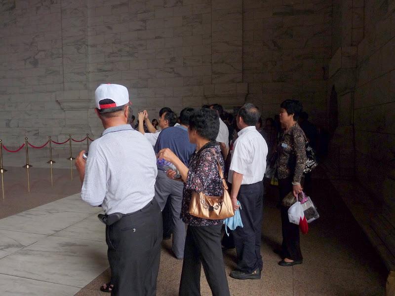 Touristes Chinois du continent visitant le mausolée de CKS