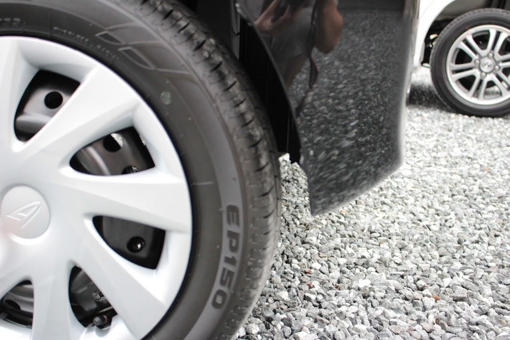 タントXターボSA[DBA-LA600S]の後輪のマッドガード取り付け前の横から見た写真です。