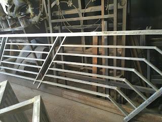 contoh handrail tangga besi