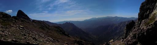 Arrivée à Bocca di Serra Pianella face au versant du Niolu avec les Cinque Frati