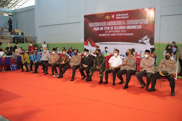 Vaksinasi Merdeka Serentak ini berkolaborasi antara Aliansi Mahasiswa Nasional bersama TNI/Polri