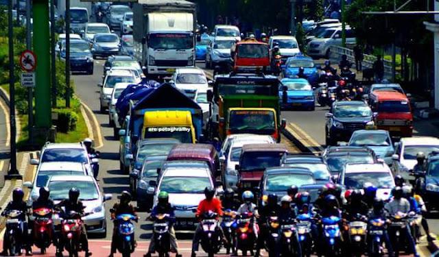 Satu Jam 400 Kendaraan masuk Tol Bekasi Barat Dan Bekasi Timur