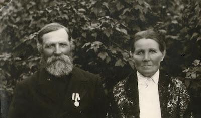 Семен и Александра Грибовы. У Семена медаль за поимку разбойников(из личного архива Арно Пяристе)