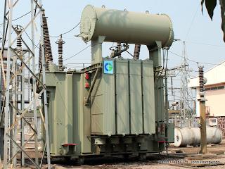 Transformateur de la Snel au poste de distribution du courant électrique à  Bandalungwa. Radio Okapi/ Ph. John Bompengo