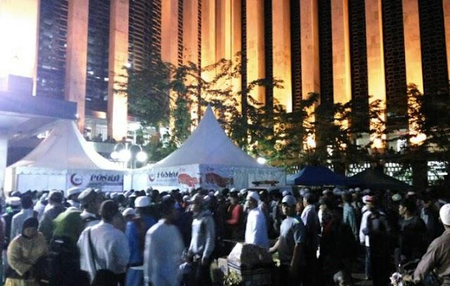 Masa Berkumpul di Masjid Istiqlal, Siap Aksi 313