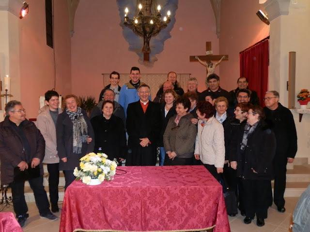don Alberto da Ponte con il coro parrocchiale di Cittanova in occasione della visita pastorale del Patriarca Moraglia