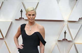 Charlize Theron vai continuar as filmagens The Old Guard
