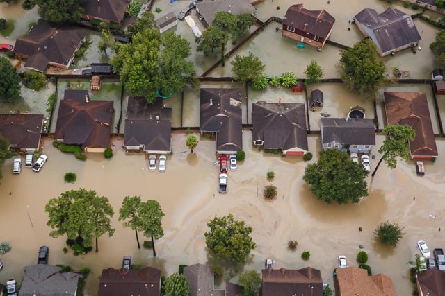Aerial view of evacuated homes near Addicks Reservoir in Houston, flooded by Hurricane Harvey. Photo: Marcus Yam / Los Angeles Times