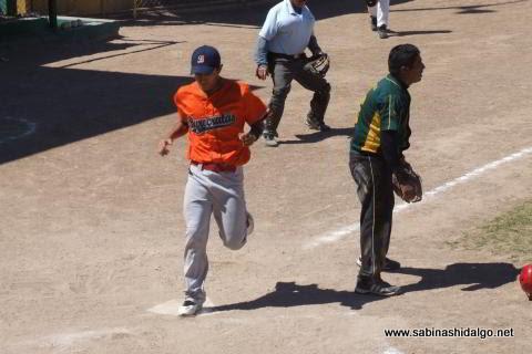 Javier González Chávez de Burócratas A en el softbol dominical