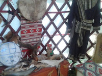Ötfalas kazak típusú jurta belülről..jpg