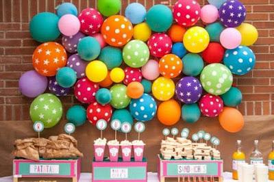ms y ms manualidades Crea un fondo de globos para decorar tu fiesta