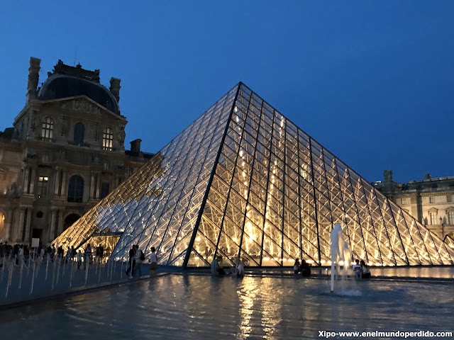 louvre-piramide-paris.JPG