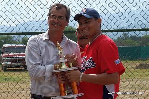 Entrega de trofeo al campeón jonronero