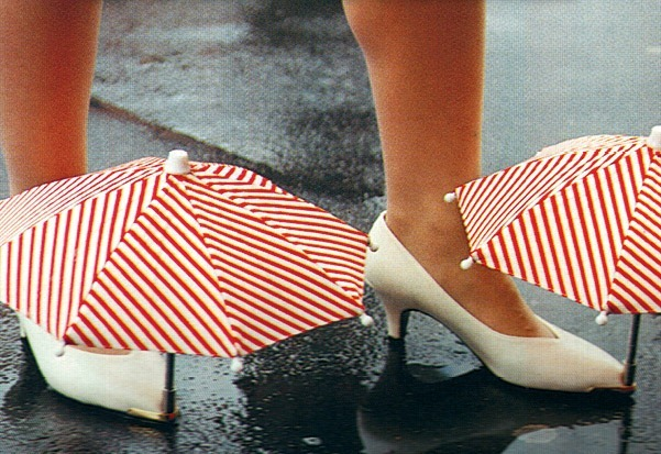 chindogu-umbrella-shoes