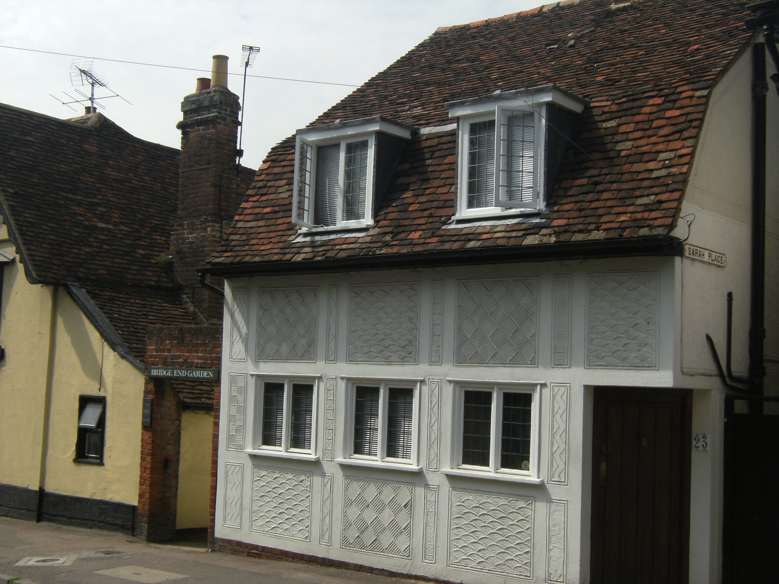 DSCF9017 House with pargeting in Castle Street, Saffron Walden