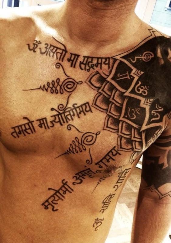 mantra_tatuagem_no_peito_para_homens