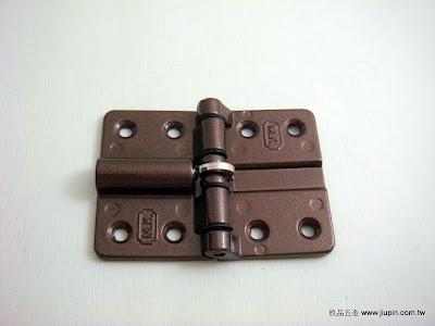 裝潢五金品名:G7461-輕型摺門彈簧活頁規格:50*70MM顏色:咖啡色功能:裝在折門上使門片拉直不會晃動玖品五金