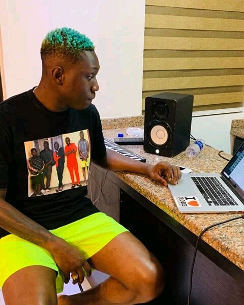 Days after gaining freedom from EFCC's custody, rapper Zlatan Ibile Comes back stronger as he prints his mugshot on his T-shirt.