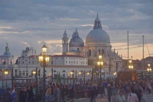 Santa Maria della Salute au crépuscule.
