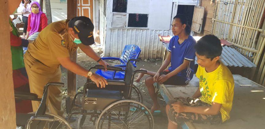 Bupati Bone Serahkan Bantuan Kursi Roda ke Penyandang Disabilitas